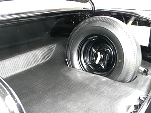 CLEAN AND DETAILED ENGINE COMPARTMENT